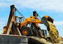 Loader XG955III membuang tanah di proyek reklamasi di Malaysia.