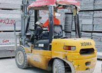 3吨叉车石材厂作业