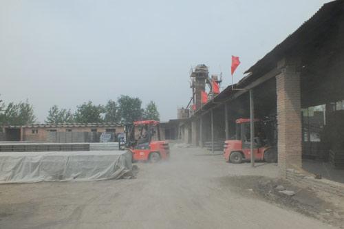 厦工E系列3吨叉车砖厂作业